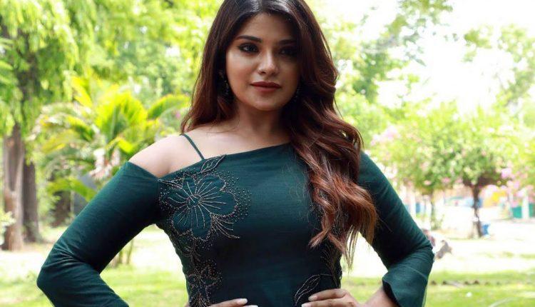 Aathmika Tamil Actress Photos Images Gallery
