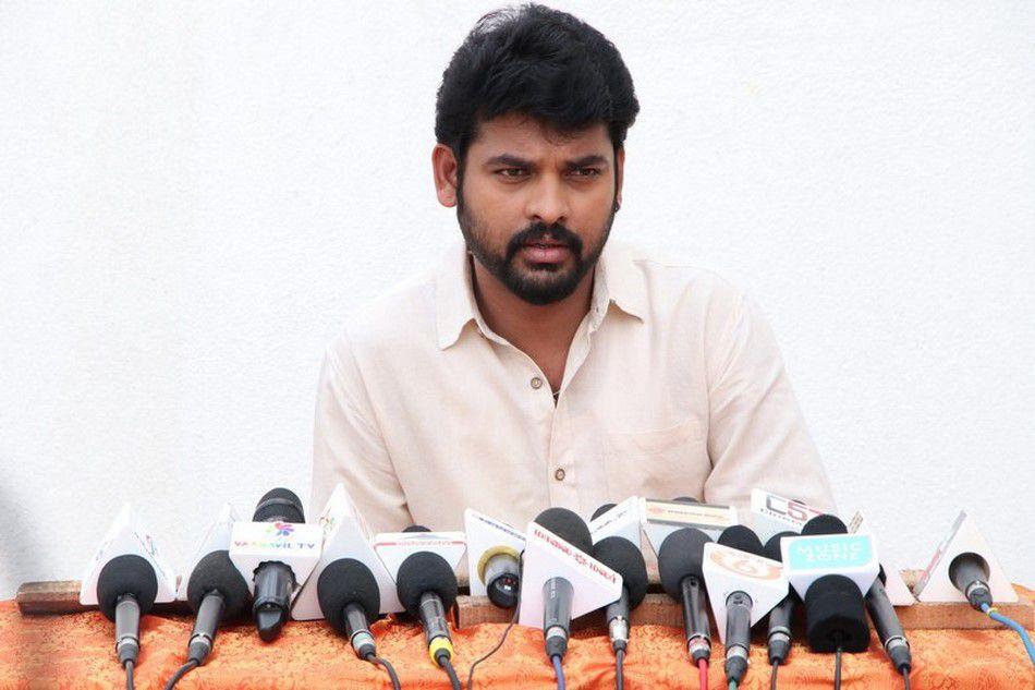 Actor Vimal at Mannar Vagaiyara Tamil Movie Press Meet 2