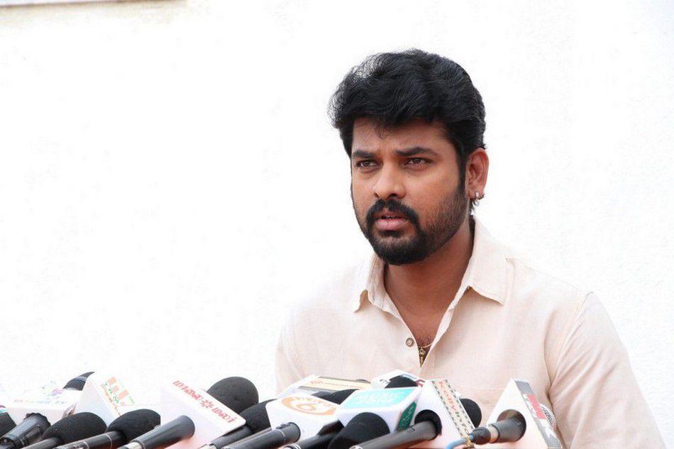 Actor Vimal at Mannar Vagaiyara Tamil Movie Press Meet 3