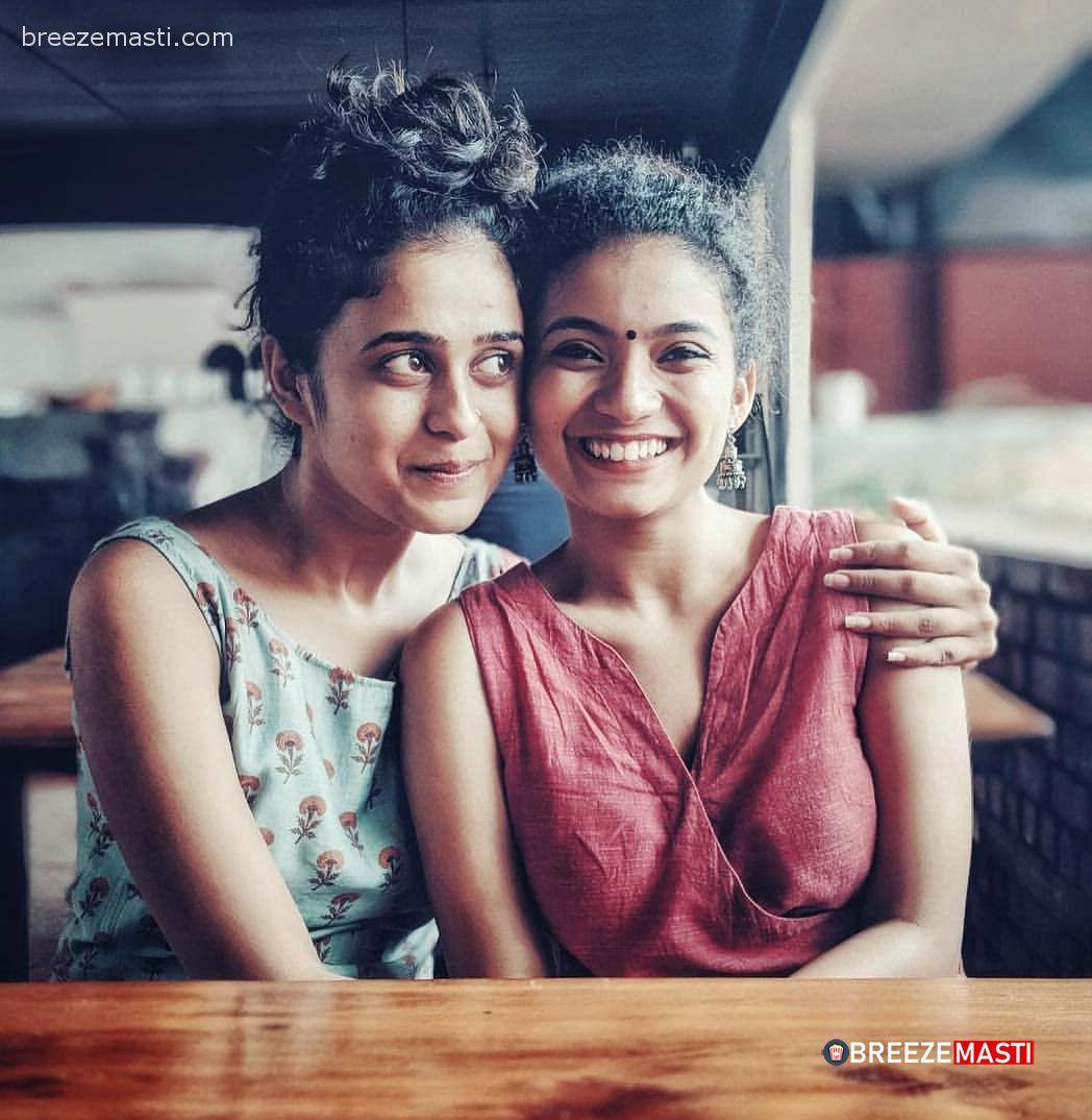 Actress Anna Ben with sister (2)