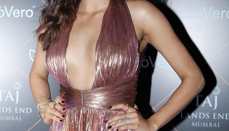 Actress Janhvi Kapoor At Elle Beauty Awards Photo Shoot Stills (2)