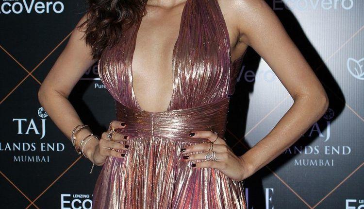 Actress Janhvi Kapoor At Elle Beauty Awards Photo Shoot Stills (4)