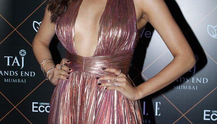 Actress Janhvi Kapoor At Elle Beauty Awards Photo Shoot Stills (5)