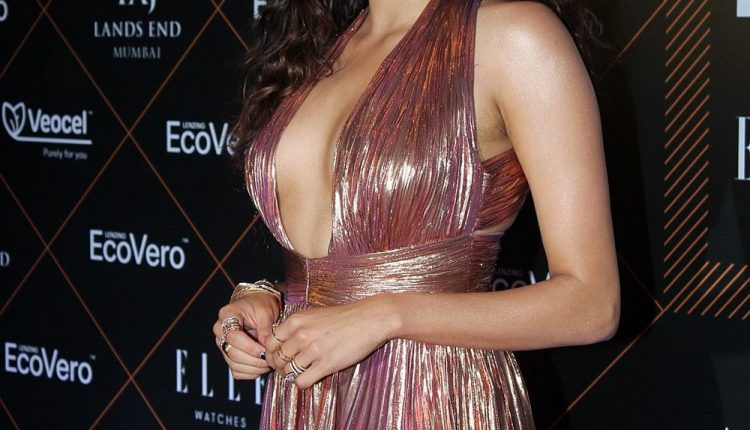 Actress Janhvi Kapoor At Elle Beauty Awards Photo Shoot Stills (7)