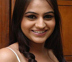 Aksha Pardasany Profile : Biography, DOB, Family, Movies
