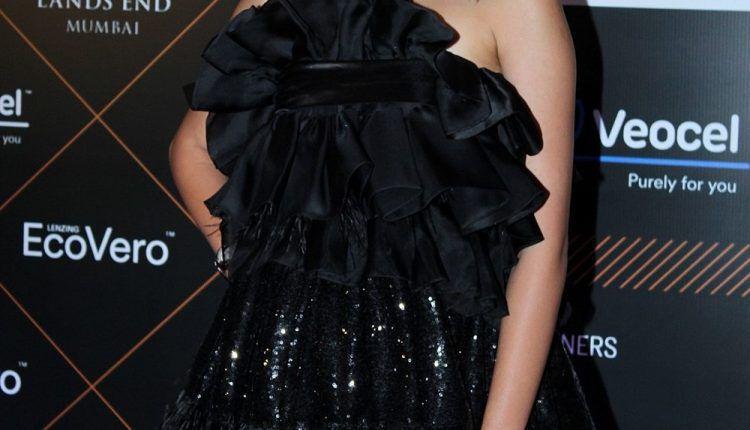 Ananya Pandey At Elle Beauty Awards 2019 Photos (4)