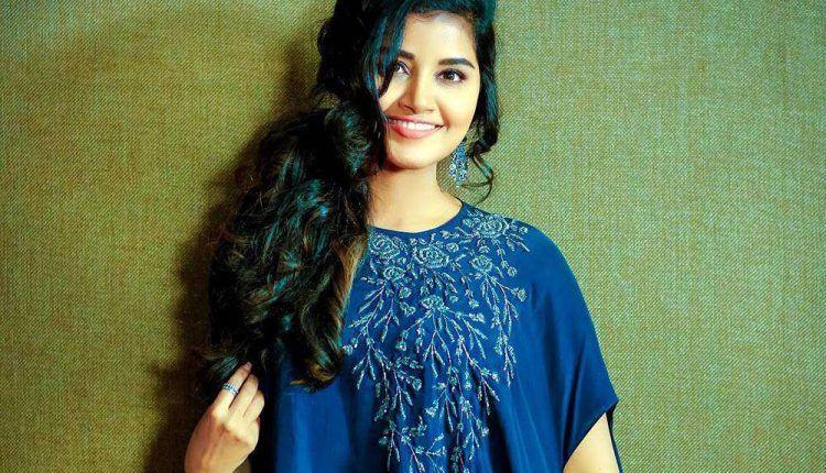 Actress Anupama Parameswaran Photos Images