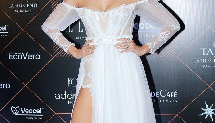 Anushka Sharma Hot Pictures At Elle Beauty Awards 2019 (2)