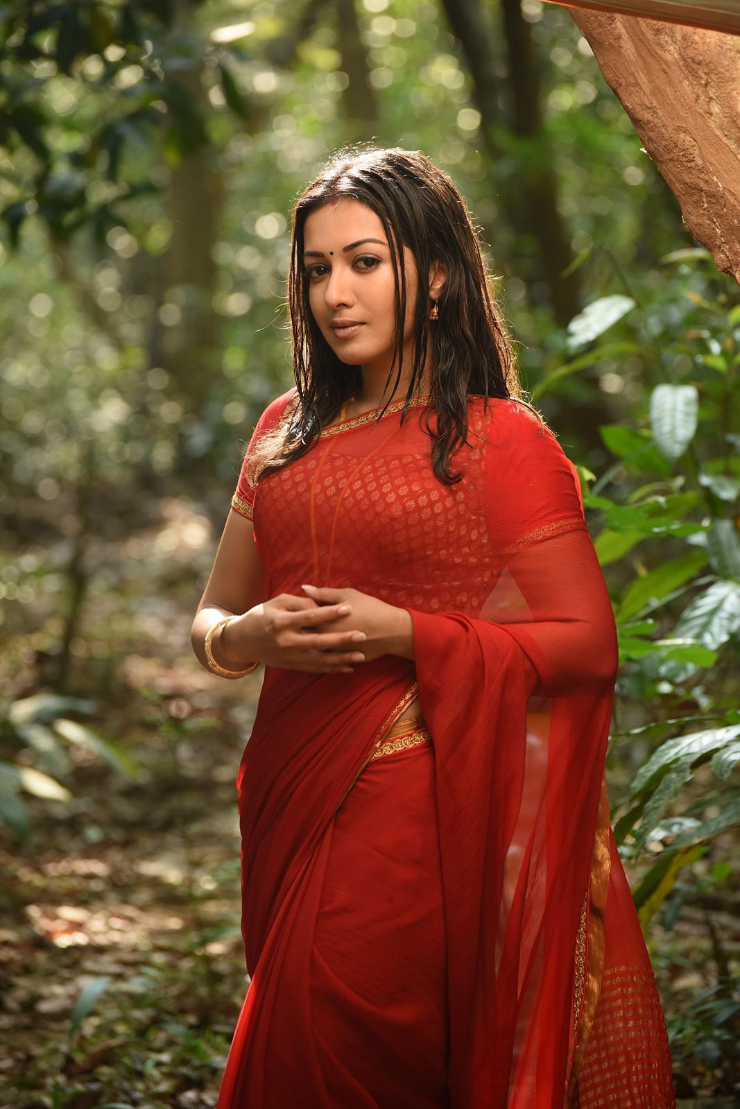 Catherine Tresa HD images in neeya 2 movie (6)