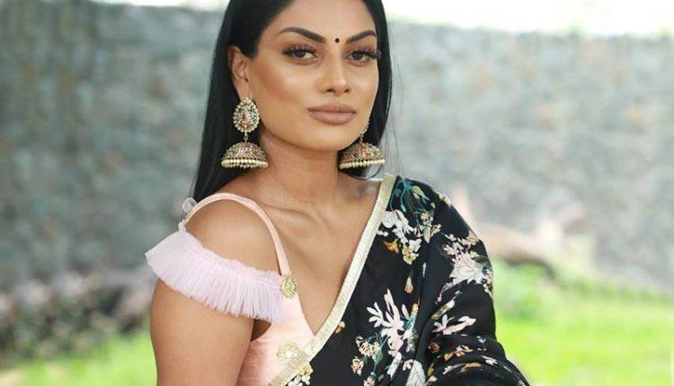 Chandrika Ravi actress Photos images