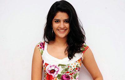 Deeksha Seth Biography, Age, Height, Weight, affair, Family, Wiki etc