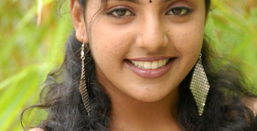 Divya Nagesh biography,Age,Height,Weight,Husband, Family,Wiki etc