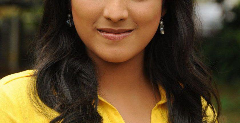 Haripriya biography,Age,Height,Weight,Husband, Family,Wiki etc