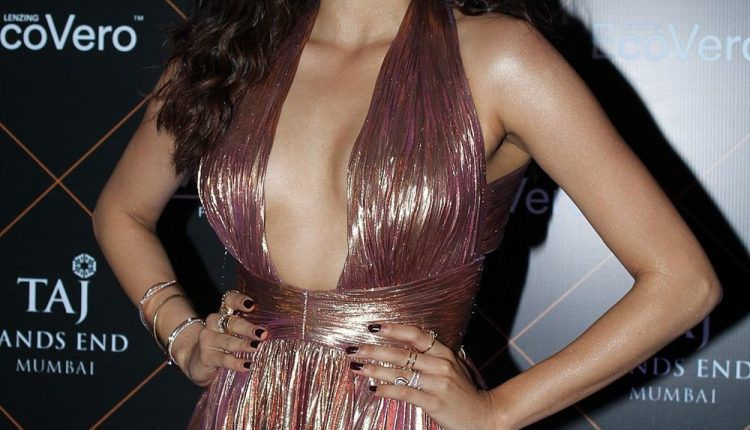 Janhvi Kapoor Hot Photos At Elle Beauty Awards (4)