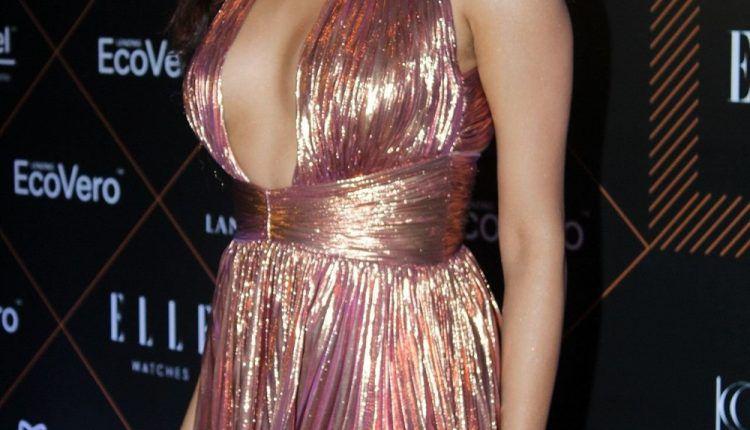 Janhvi Kapoor Hot Photos At Elle Beauty Awards (7)