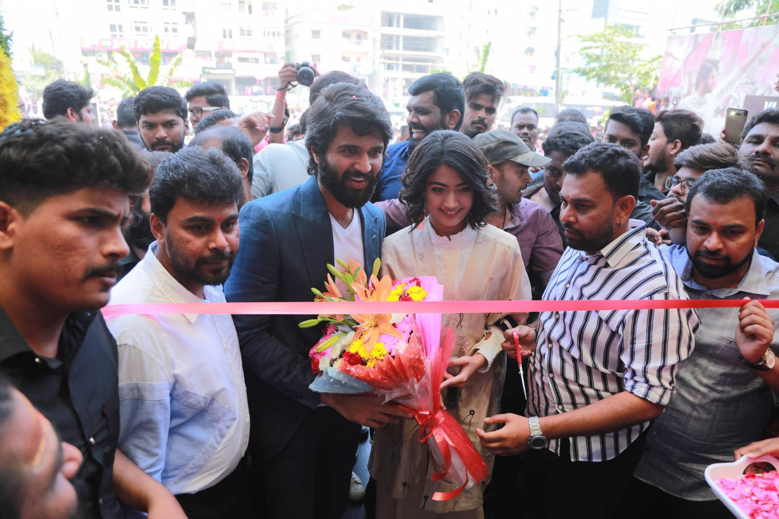KLM fashion mall Inaugurated by Vijay devarakonda at Chandanagar 14