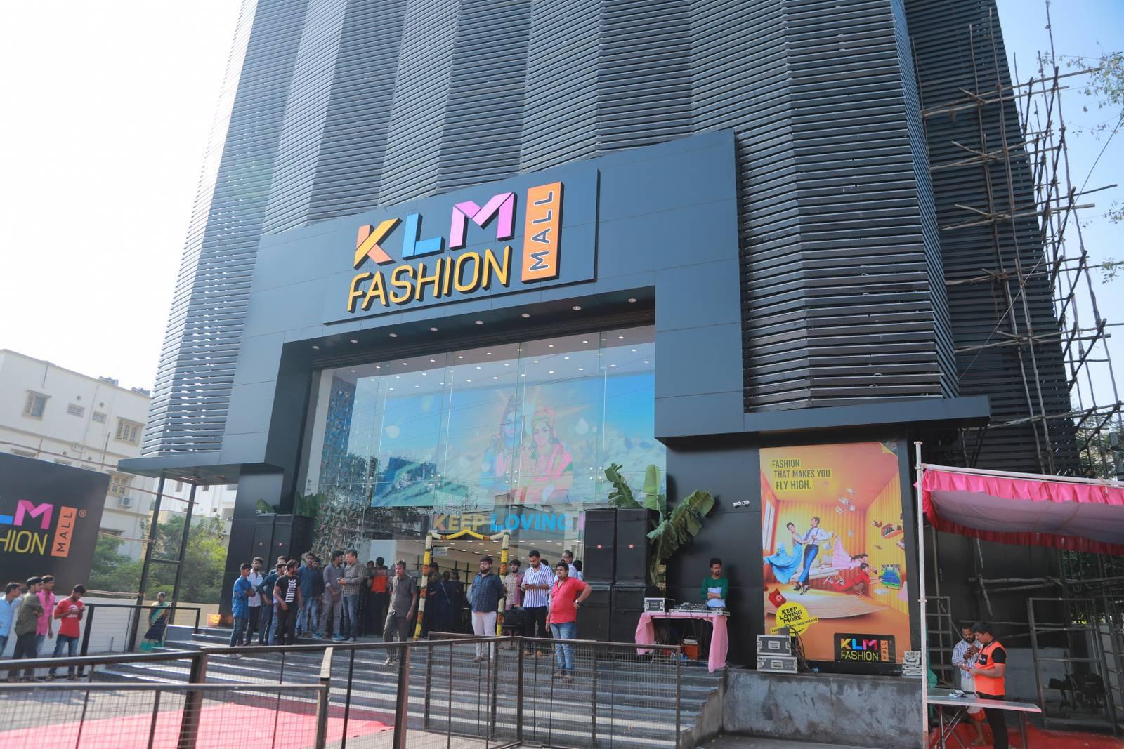 KLM fashion mall Inaugurated by Vijay devarakonda at Chandanagar 17