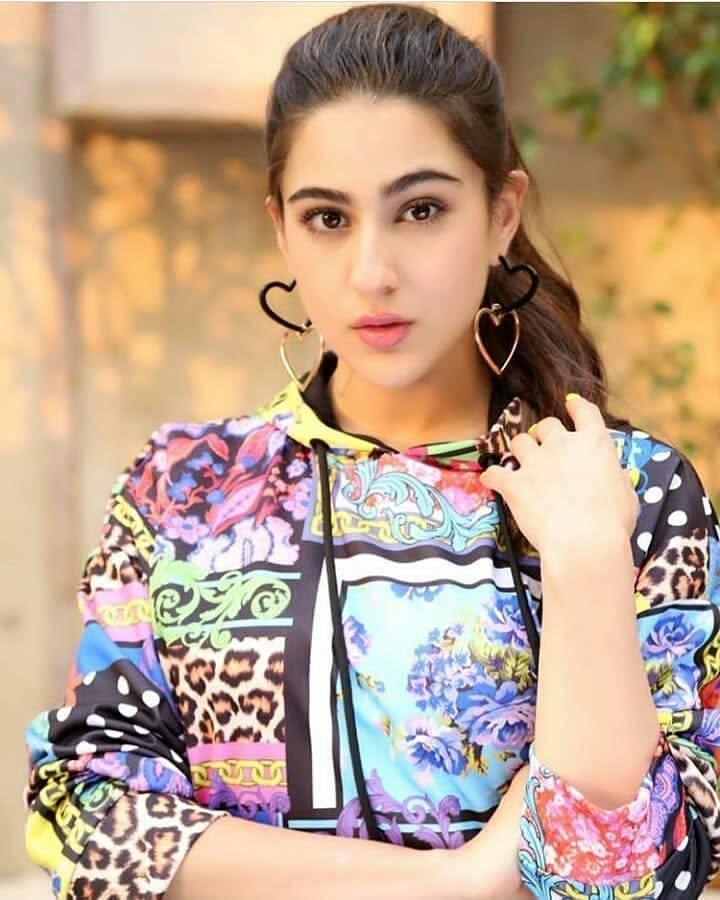 Sara Ali Khan Age, Wiki, Bio, Instagram, Boyfriend, Movies
